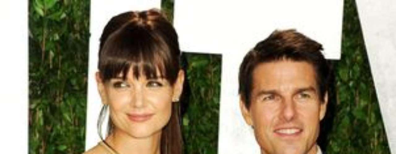 Katie Holmes se negó a salvar su matrimonio con Tom Cruise: La semana pasada, Tom Cruise llamó a Katie Holmes para que viajara a Islandia, donde este se encontraba rodando 'Oblivion', para celebrar su 50 cumpleaños, que fue este martes. Sin embargo, Katie rechazó cualquier posibilidad de reconciliación mientras ambos discutían por teléfono. Poco después, la actriz solicitó el divorcio. \