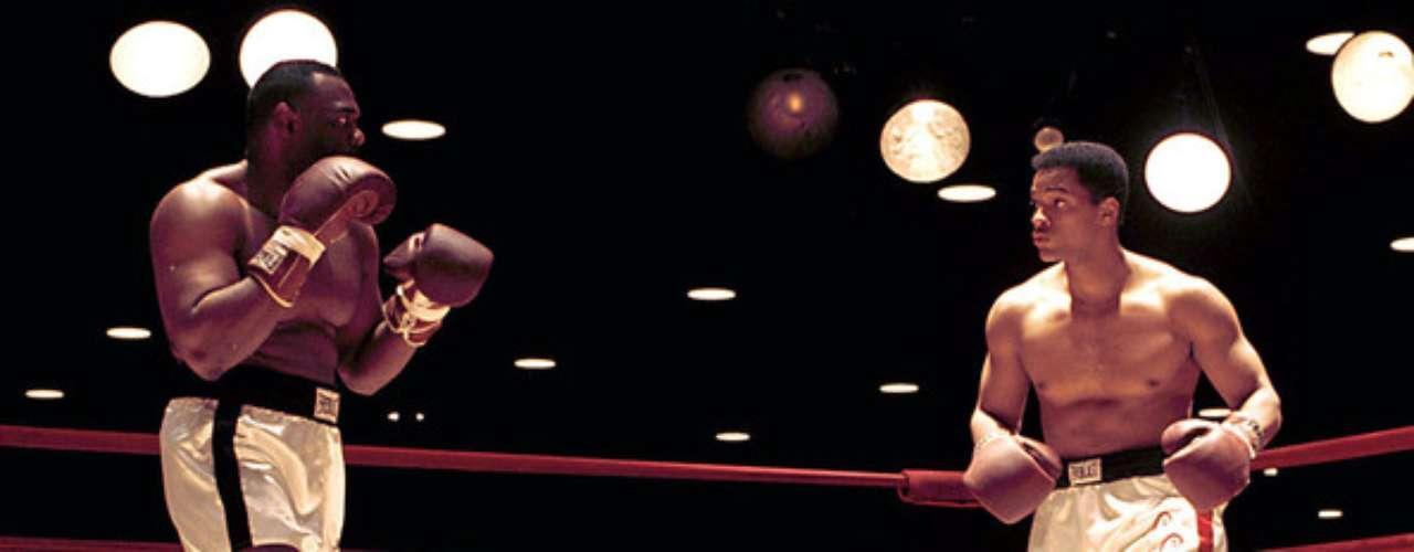 Ali (2001). El director Michael Mann llevó con gran éxito la vida del boxeador Cassius Clay, más conocido como Mouhammad Ali,  a la pantalla grande. La película fue nominada a dos premios Oscar; una de las nominaciones fue para Will Smith, quien interpretó al histórico boxeador.
