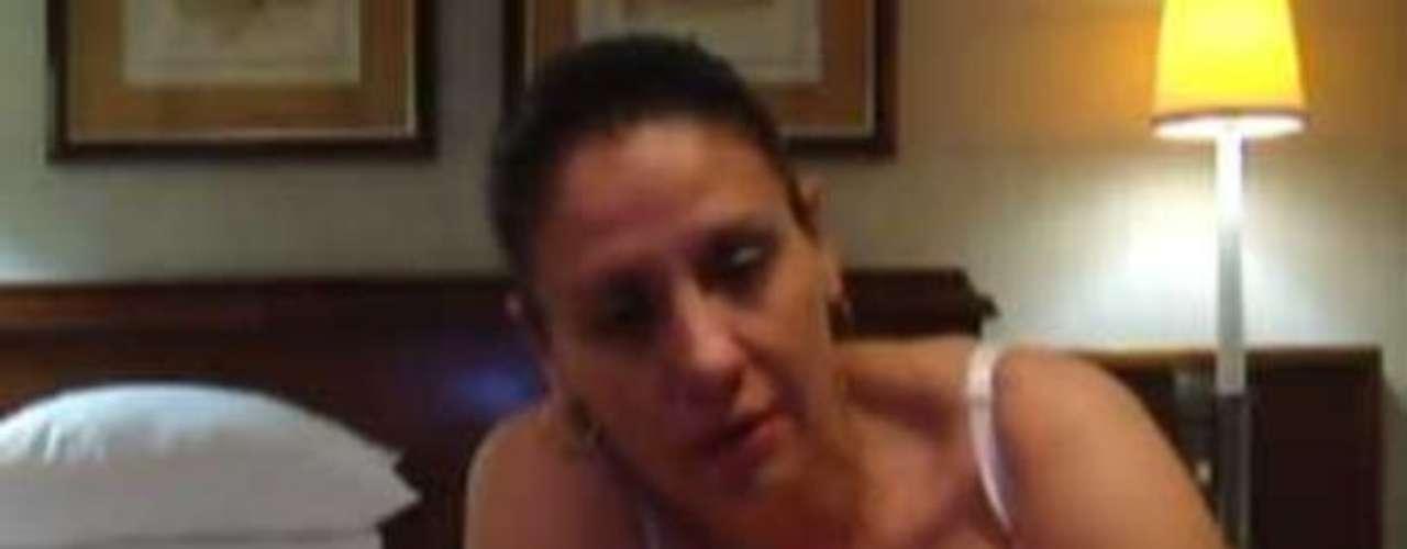 Karina Bolaños, viceministra de Juventud de Costa Rica, fue destituida por la presidenta de ese país, Laura Chinchilla, luego de que un video íntimo fuera filtrado en internet y reproducido por varios medios locales e internacionales. La implicada dijo no sentir vergüenza por las imágenes que la muestran en ropa interior sobre una cama y enviando mensajes picantes a su pareja. Sin embargo, Bolaños no ha sido la única en estar envuelta en un escándalo por videos de este tipo.