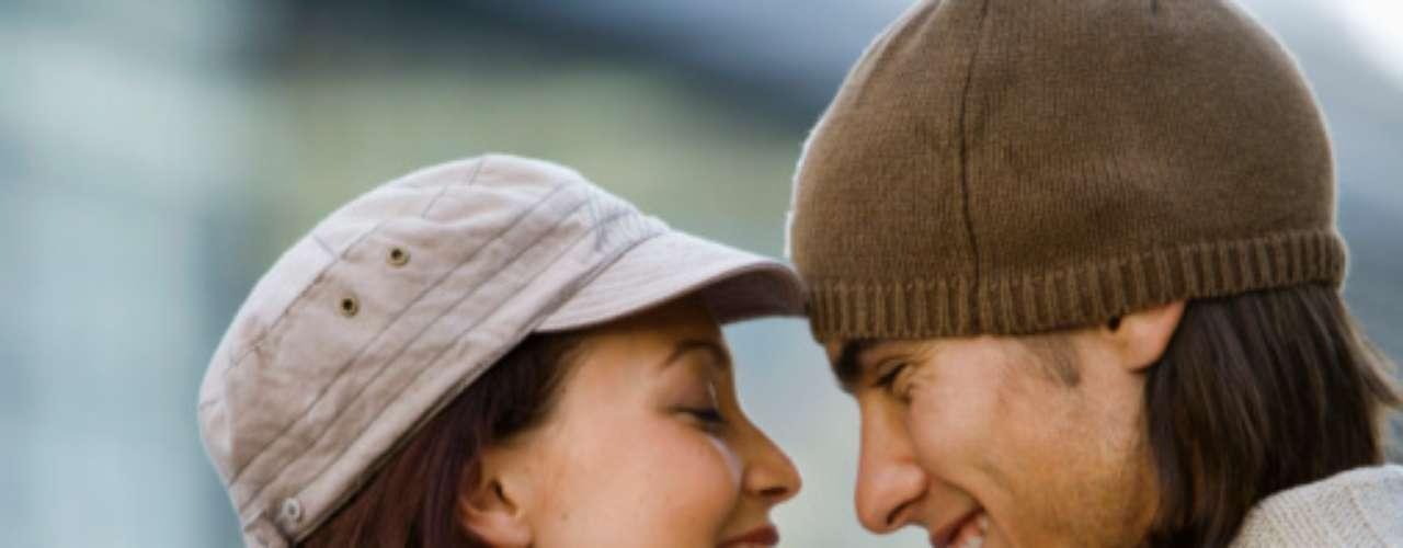16. Entrega. Si no te arriesgas a dar todo y a que te puedan romper el corazón, no estás haciendo las cosas bien. Estar a la defensiva hará que la relación se estanque.