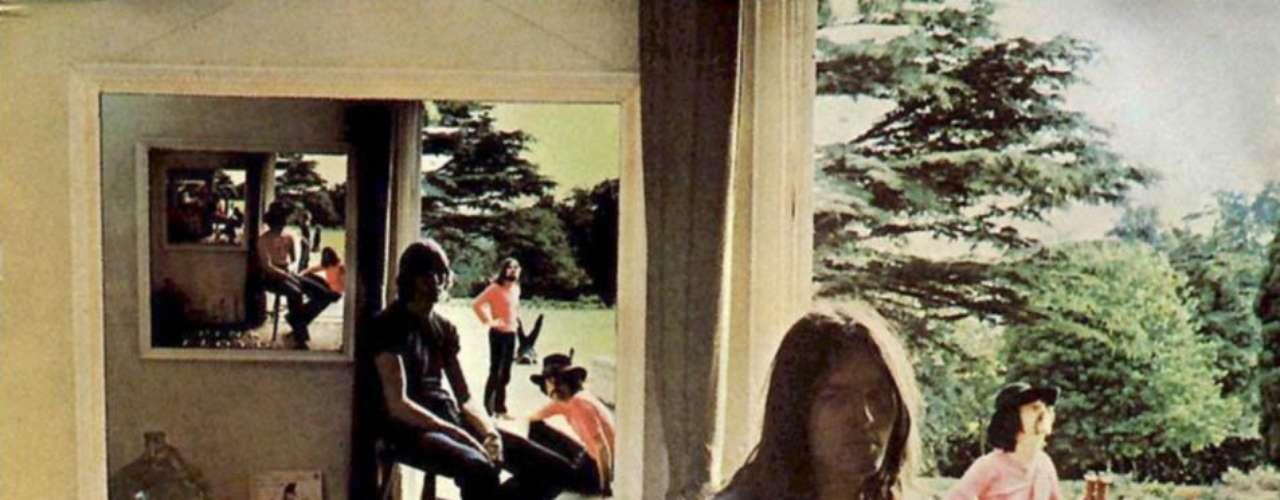 9.- Pink Floyd: Ummagumma (1969). En una primera impresión, el arte de la tapa muestra una serie de espejos que reflejan la misma imagen una y otra vez. Sin embargo, al mirarlo más de cerca te das cuenta que los miembros de la banda cambian de posición en cada imagen del espejo. El diseño inspiró a otras obras como la portada de Definitely Maybe de Oasis (1994).