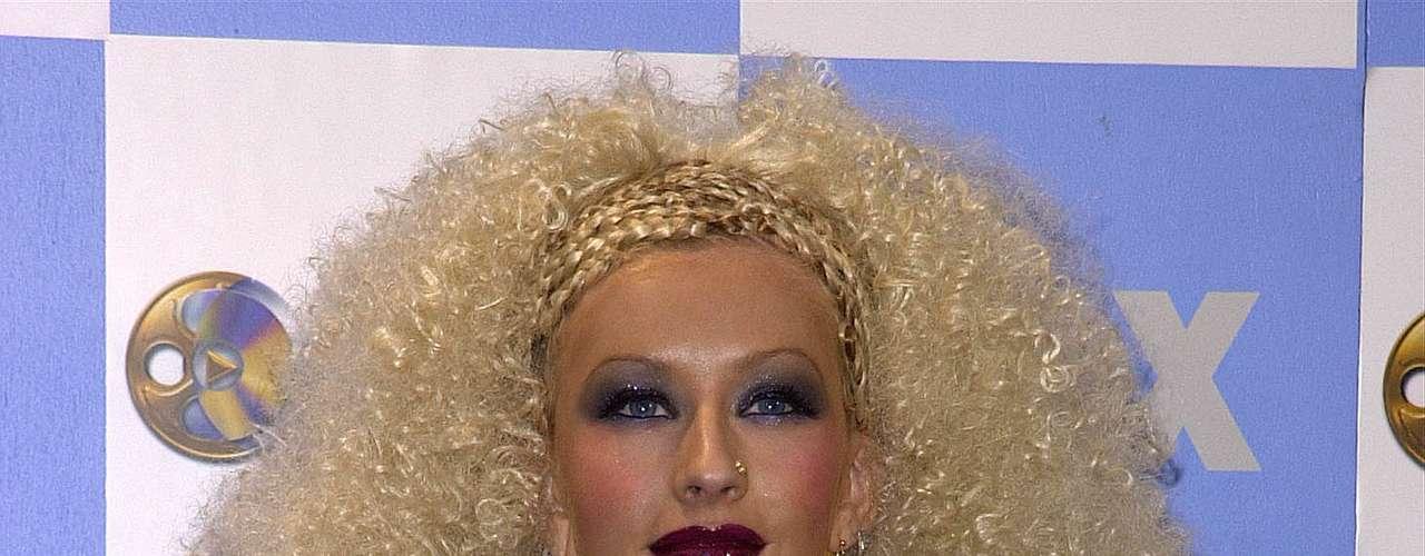 Christina Aguilera sacó a relucir su toque retro, al recibir los premios \