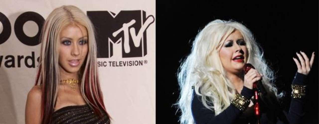 Christina Aguilera es una de las cantantes que más cambios ha sufrido en su aspecto físico, desde que alcanzó la fama, pues la estrella ha subido considerablemente de peso, dejando atrás la extrema delgadez que algún día lució, con orgullo y con mucha piel en el aire.