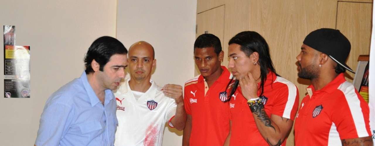 Antonio Char, Omar Barros (jefe de prensa) , Diego Amaya, Dayro Moreno y Leonardo López del Junior de Barranquilla.