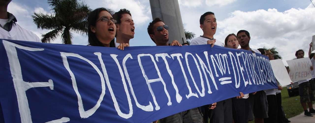 El 68% de los jóvenes inmigrantes aptos para acogerse al plan del gobierno para solicitar suspensión de deportación y permisos de trabajo es mexicano, mientras que un 7% es procedente de Sudamérica, según un reciente estudio.
