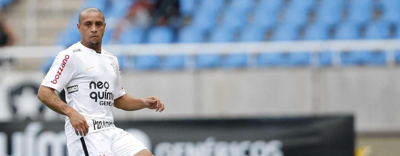 Roberto Carlos regresa a Brasil en el 2009 para jugar con Corinthians, donde al principio fue recibido con gran expectativa por la afición.