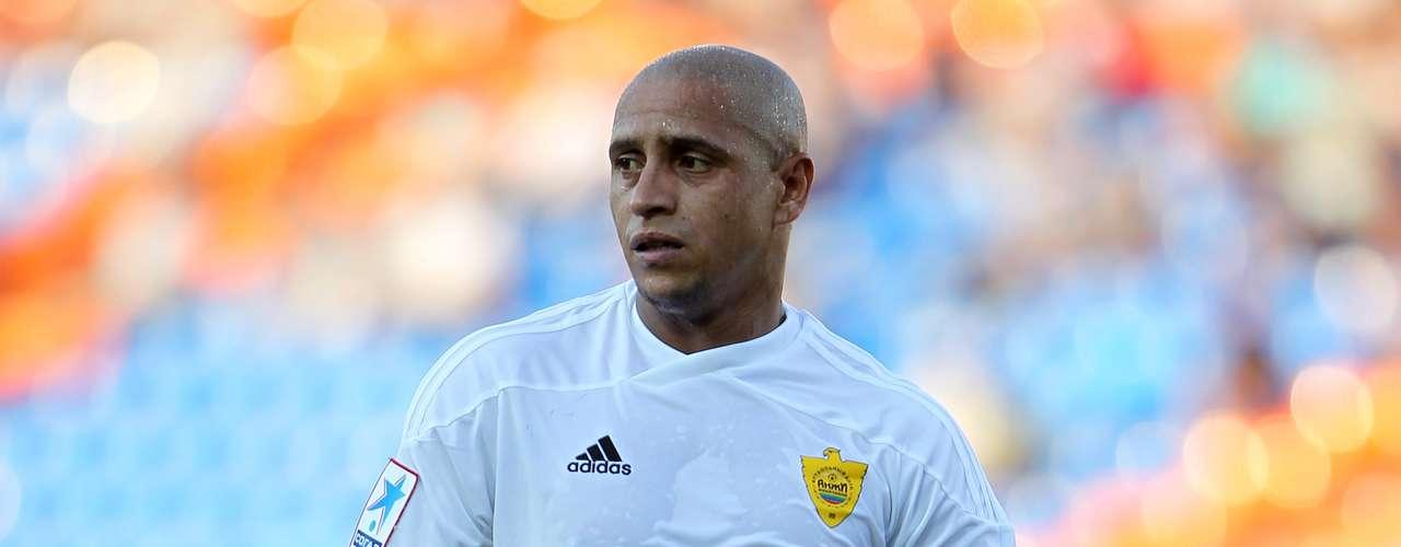 Roberto Carlos anunció su retiro del futbol profesional, para iniciar su carrera como entrenador. Guus Hiddink, su entrenador en Anzhi Majachkalá ha sido su guía en esta nueva etapa que piensa iniciar.