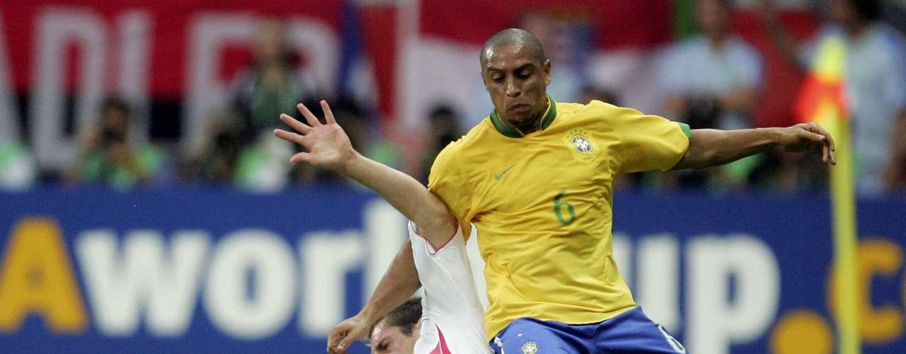 Roberto Carlos jugó su tercer Mundial con Brasil en Alemania 2006.