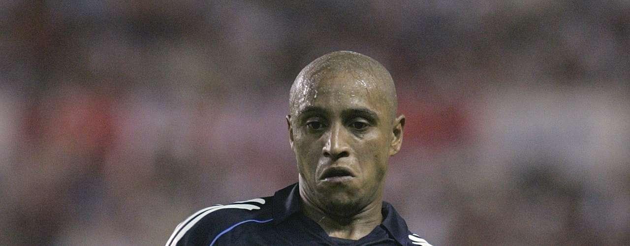 En el plano internacional Roberto Carlos también ganó títulos con Real Madrid. Obtuvo tres Champions League en 1998, 2000 y 2002. Dos copas intercontinentales en 1998 y 2002 y una Supercopa de Europa en el 2002.