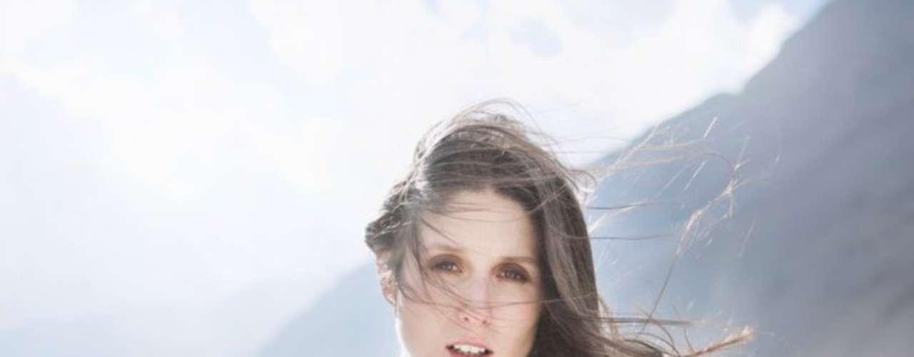 Francisca Valenzuela - La chilena es parte de las cartas locales que estarán en el Primavera Fauna. A sus 25 años, es una de las más exitosas voces femeninas del país, con sus álbumes Muérdete la lengua y  Buen soldado ha recorrido gran parte de Latinoamérica y sumado ciudades en Europa, Norteamérica y Asia.