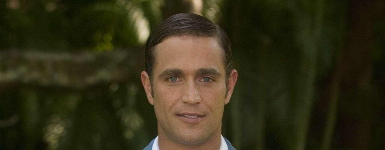 Michel Brown acompaña a Nájera en el protagónico. Él da vida a Matías, el hijo menor de la familia Rey.