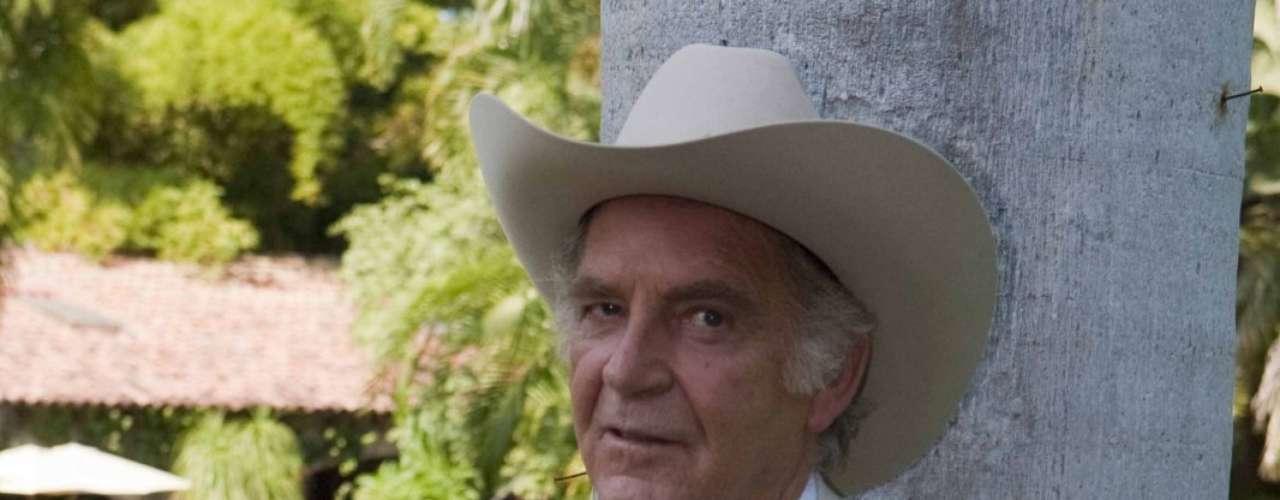 Fernando Luján dará vida a 'Everardo Reyes', el patriarca de la familia Rey que será capaz de todo con tal de llevar las riendas de su familia.