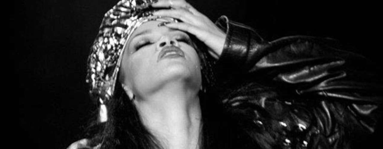 Las picantes imágenes, donde la cantante de Barbados seduce a la audiencia como una famosa reina de Egipto, formán parte de una colección personal.