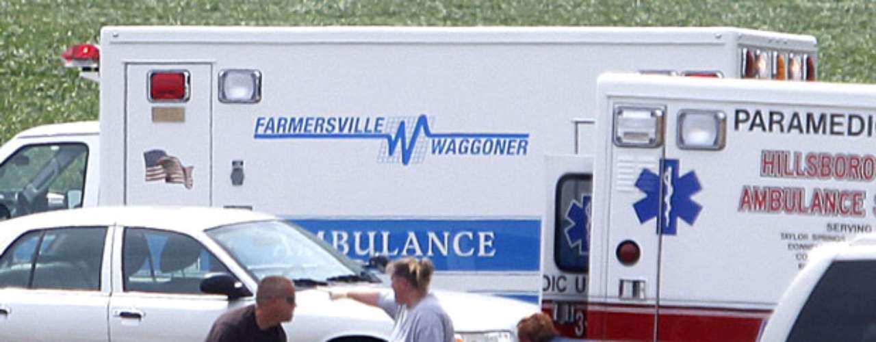 De los 64 pasajeros, 5 estaban atrapados en el chasis del vehículo, entre ellos la mujer que falleció, según indicaron fuentes de la Policía.
