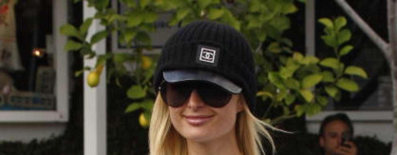 Paris Hilton cambió el corazón por un arma.