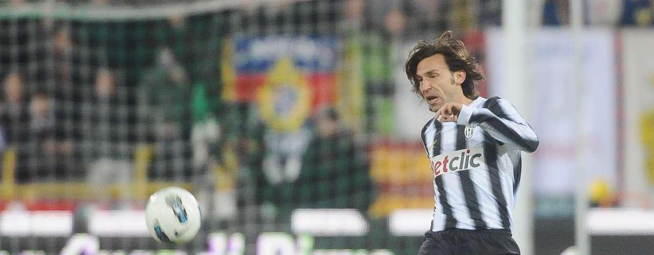 ANDREA PIRLO: El volante de Juventus, pese a sus 33 años, sigue estando plenamente vigente y es una pieza clave.