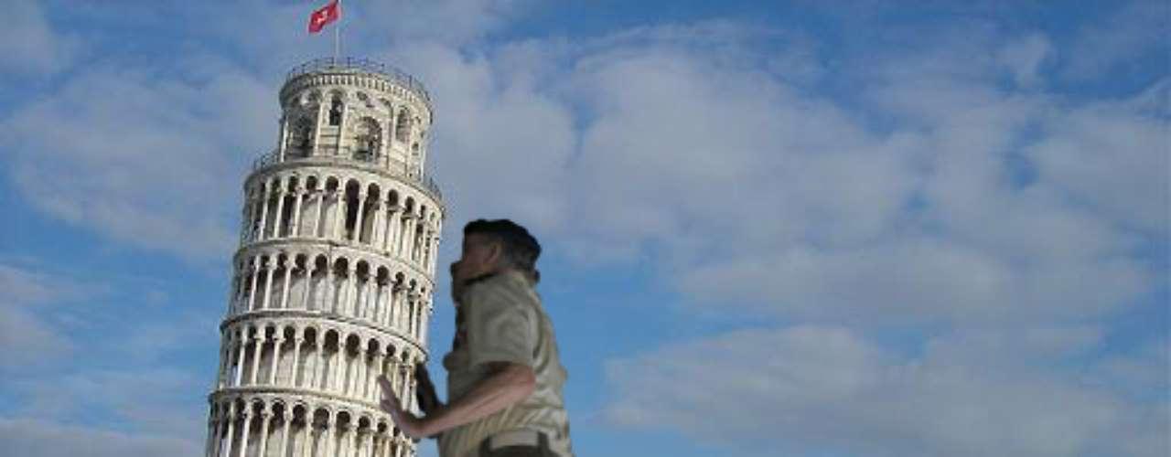 Cargando y enderezando la Torre de Pisa.