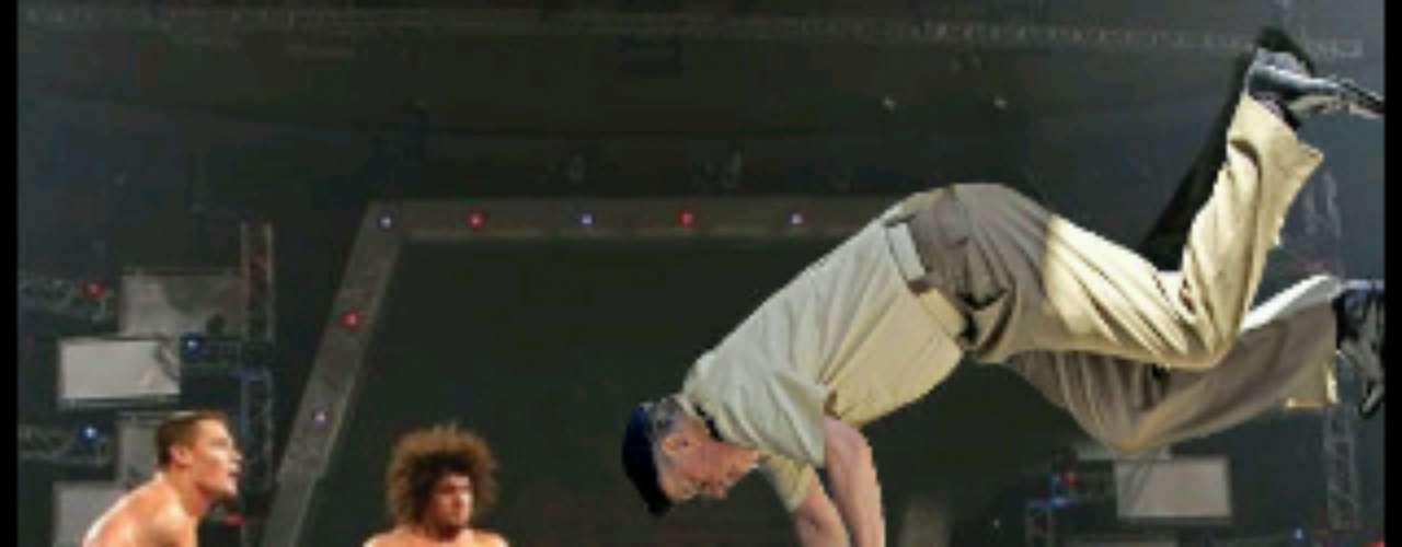 El rey Juan Carlos no sólo es bueno para los deportes olímpicos, también le entra a los golpes y luchas.