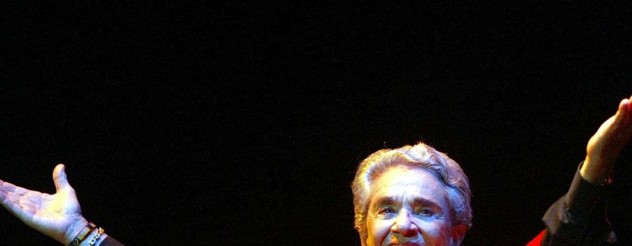 Vargas siempre será recordada como una mujer polémica, de joven acostumbraba vestir como hombre, cantarle a las mujeres letras de amor, fumar puro y portar armas pero fue su emblemático poncho rojo el que diera vida a una canción de Joaquín Sabina, 'Por el Bulevar de los Sueños Rotos'.