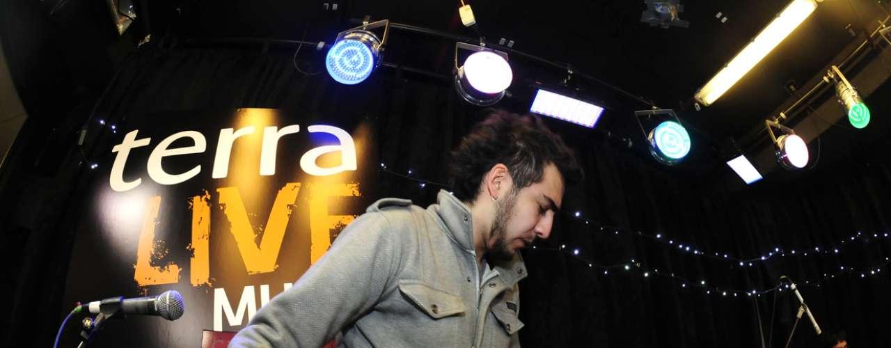 Manuel y sus músicos llegaron muy temprano a las dependencias de Terra Chile para realizar las pruebas de sonido y el ensayo de rigor antes de su presentación en Terra Live Music.