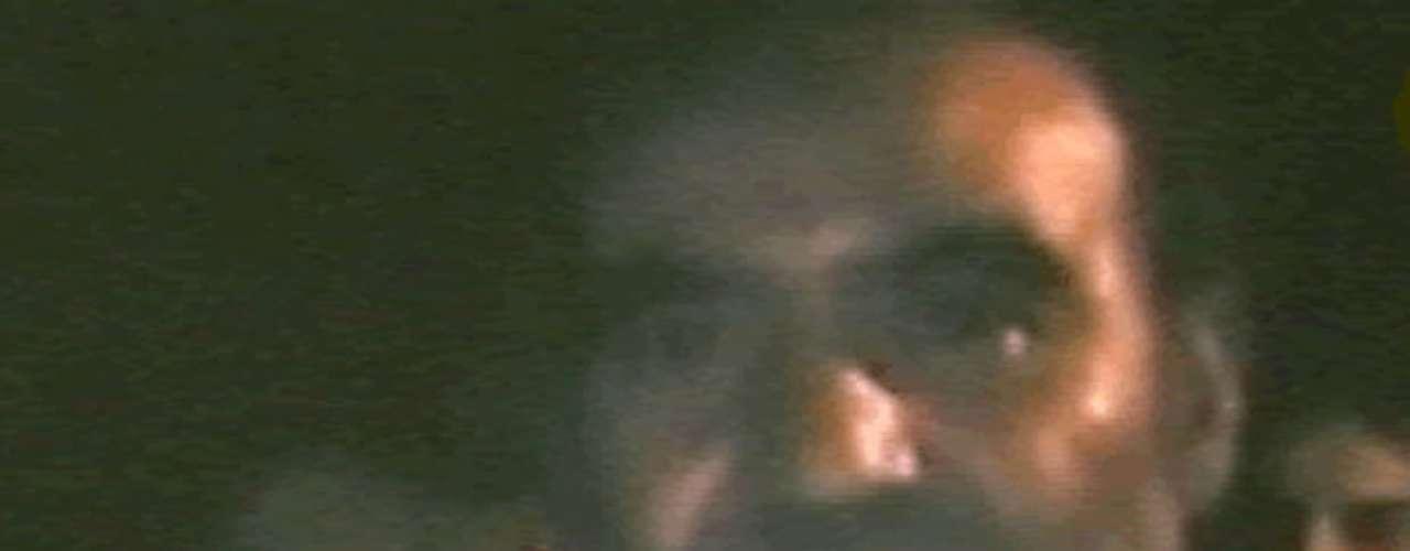 La primera imagen de Franklin Lobos gracias a la comunicación que se logró con los mineros. Las imágenes fueron portada de la prensa de todo el mundo.