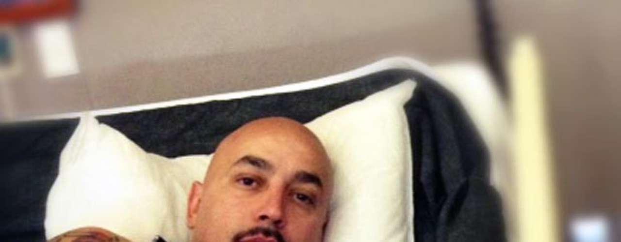 Lupillo Rivera, a tan sólo un mes de la operación de rodilla a la que tuvo que ser sometido, está listo para volver a los escenarios, pues el 5 de agosto en Ventura, California, será su primer concierto, luego de haber pasado por rehabilitación. El evento marcará el reinició de su gira 2012. También, \