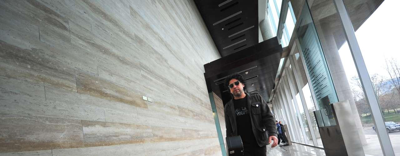 El músico chileno Manuel García ya está instalado con sus músicos en el estudio de Terra, full ensayo, en la previa del primer capítulo de Terra Live Music in Studio, que se transmite este viernes a las 12 del día. Durante el programa, conversará sobre su carrera, su último disco y también realizará una tocata íntima, de lujo.