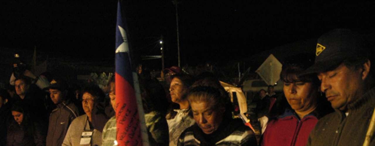 Familiares de los mineros realizaron una vigilia a horas del rescate