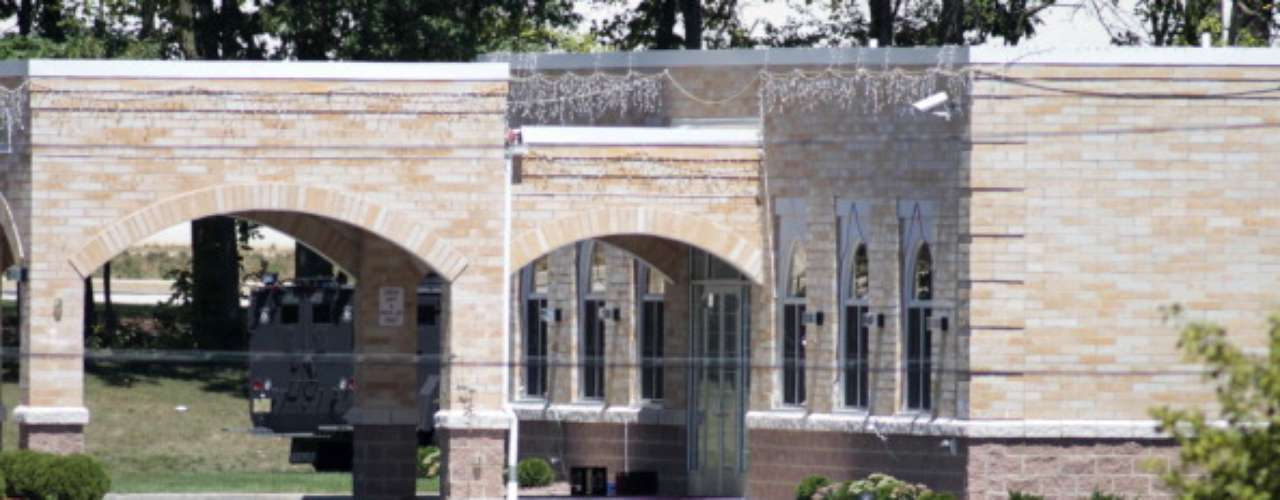 La vocera Carolyn Bellin, del Hospital Froederdt, dijo que las tres víctimas eran hombres, pero no conocía sus identidades ni los motivos de su presencia en el templo.
