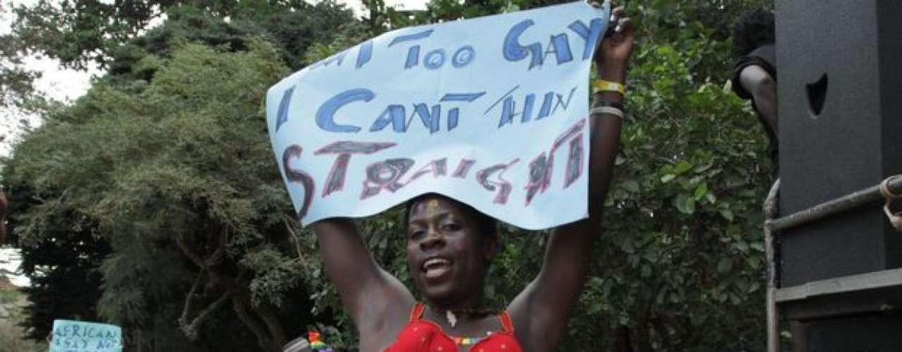 La actividad homosexual, tanto de hombres como de mujeres, está prohibida por ley en el país.