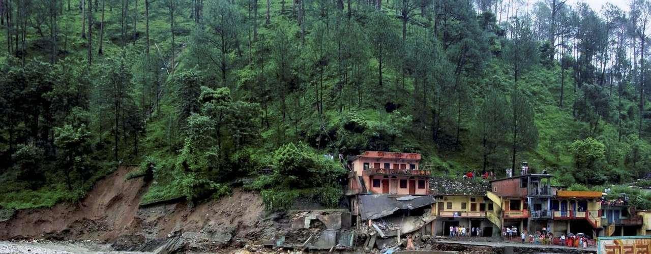 Cientos de viviendas fueron arrasadas y más de 2.000 personas están en refugios.