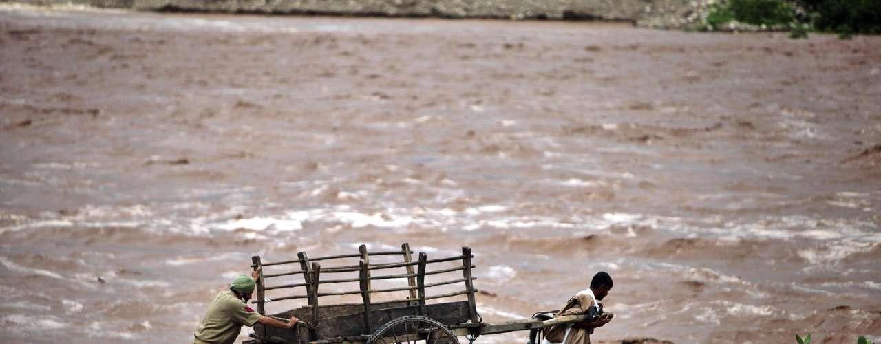 Las precipitaciones intensas pueden ser mortíferas en las laderas del Himalaya, que son proclives a deslizamientos e inundaciones repentinas durante el monzón. La temporada del monzón en la India va de junio a septiembre.