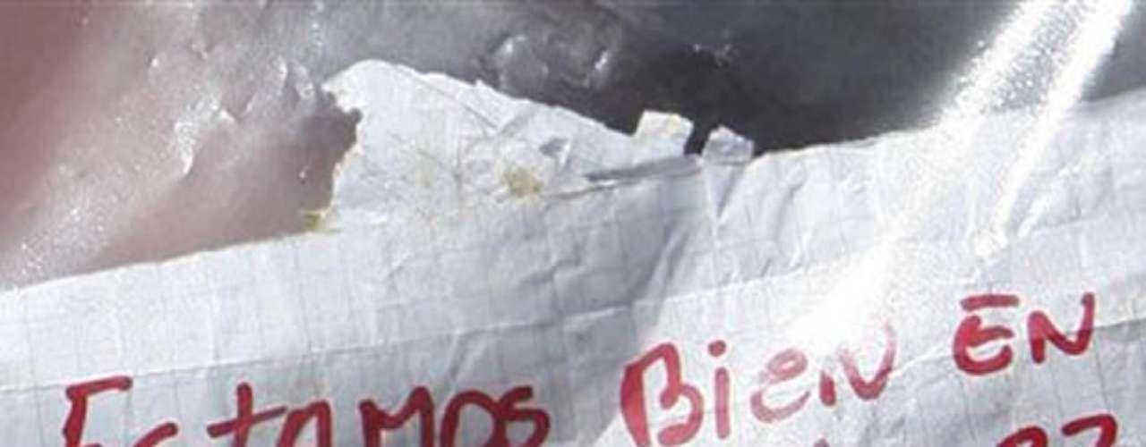 El mensaje escrito con plumón rojo, la irrefutable prueba de vida que todo Chile celebró.