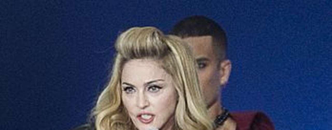 La estrella, con un gran escote, encantó a sus seguidores durante el espectacular show que realizó en Copenhagen, Dinamarca.