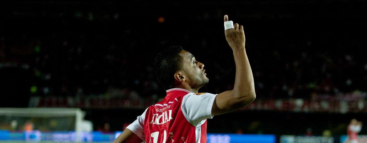 A pesar de tener un hombre menos en el campo, Santa Fe pudo lograr el triunfo en el minuto 89, con gol de Óscar Rodas.
