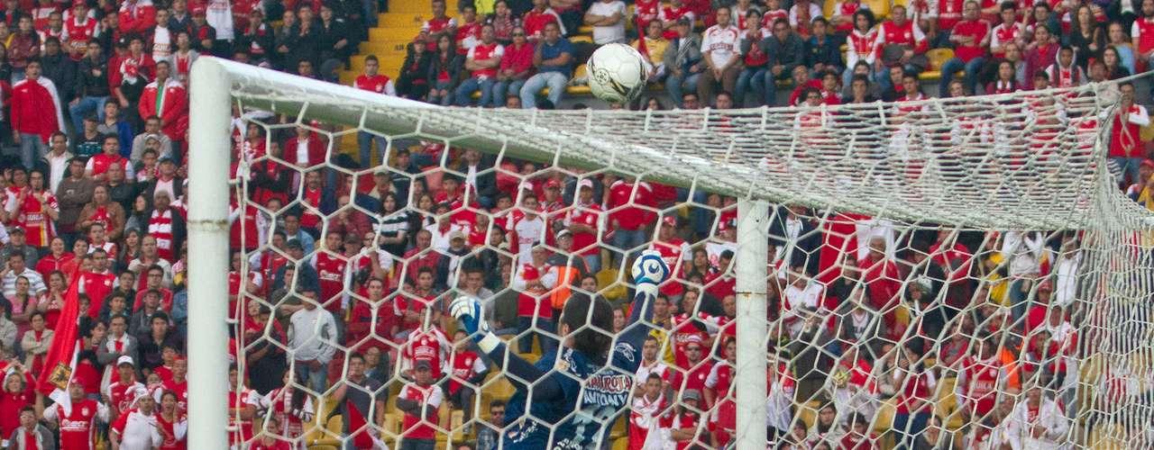 Anthony Silva fue una de las figuras del Tolima, especialmente en el primer tiempo, cuando atajó varios disparos con peligro de gol.