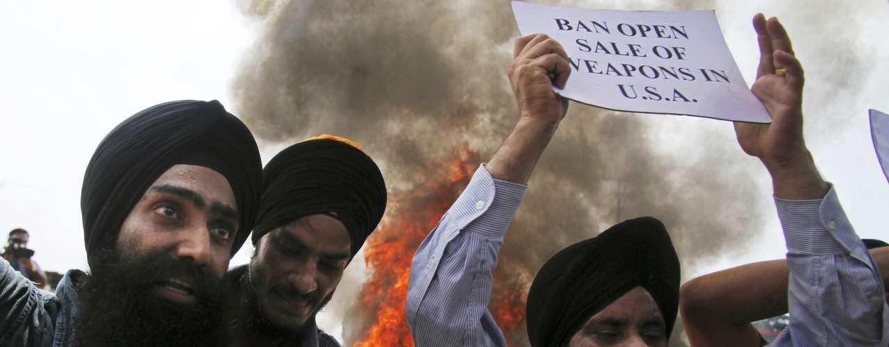 La comunidad Sikh está furiosa por la matanza de sus fieles hermanos, cinco hombres y una mujer.