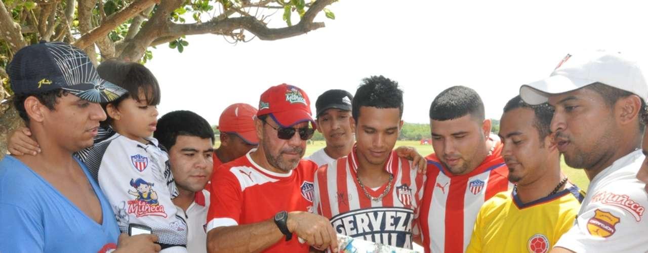 El técnico del equipo, 'Cheché' Hernández, también se hizo presente, y expresó su agradecimiento por el detalle.