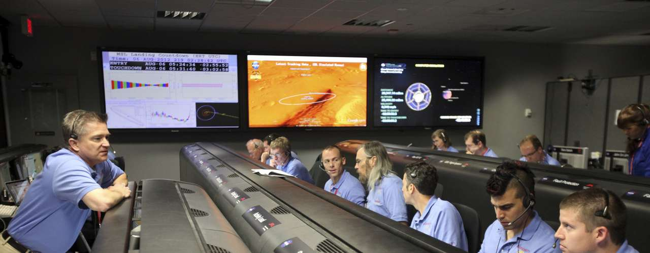 De acuerdo a The Atlantic, Bobak Ferdowsi lleva un look nuevo con cada misión en la que trabaja.