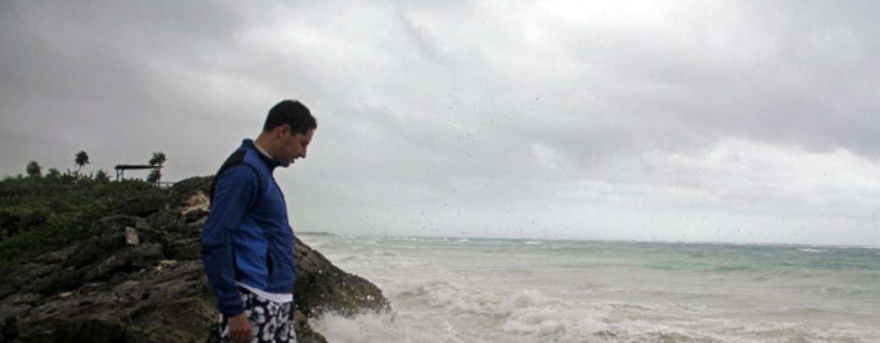 En la ciudad de Tulum, unos 6.000 turistas fueron alojados en hoteles que a decir de las autoridades son los suficientemente firmes para funcionar como albergues contra tormentas. Las autoridades también dispusieron que dos jardines de niños sirvan para alojar a 220 personas.