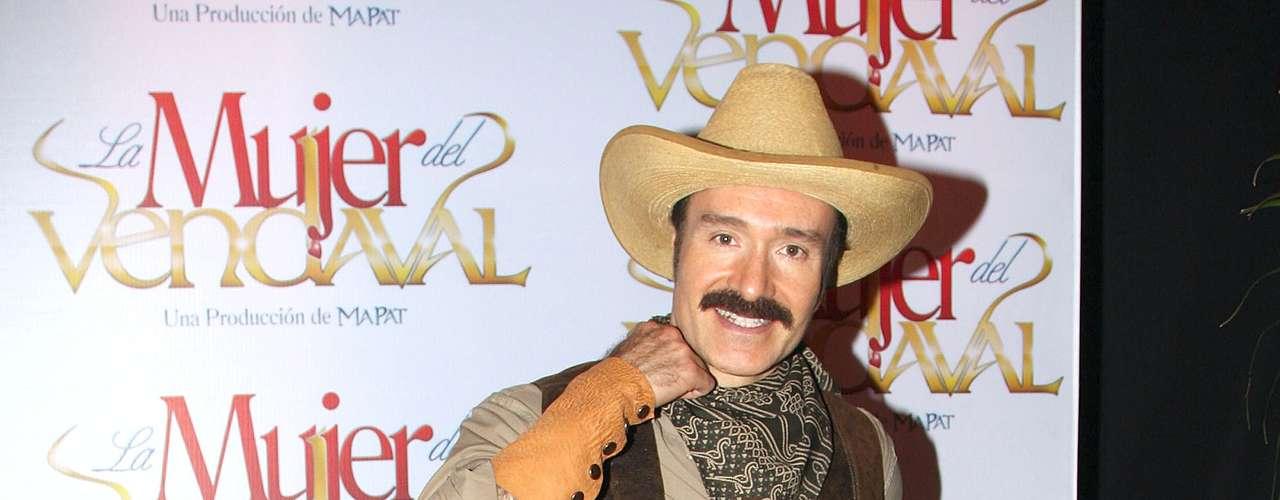 Odiseo Bichir se dejó ver con un look muy campirano en la presentación de la telenovela.