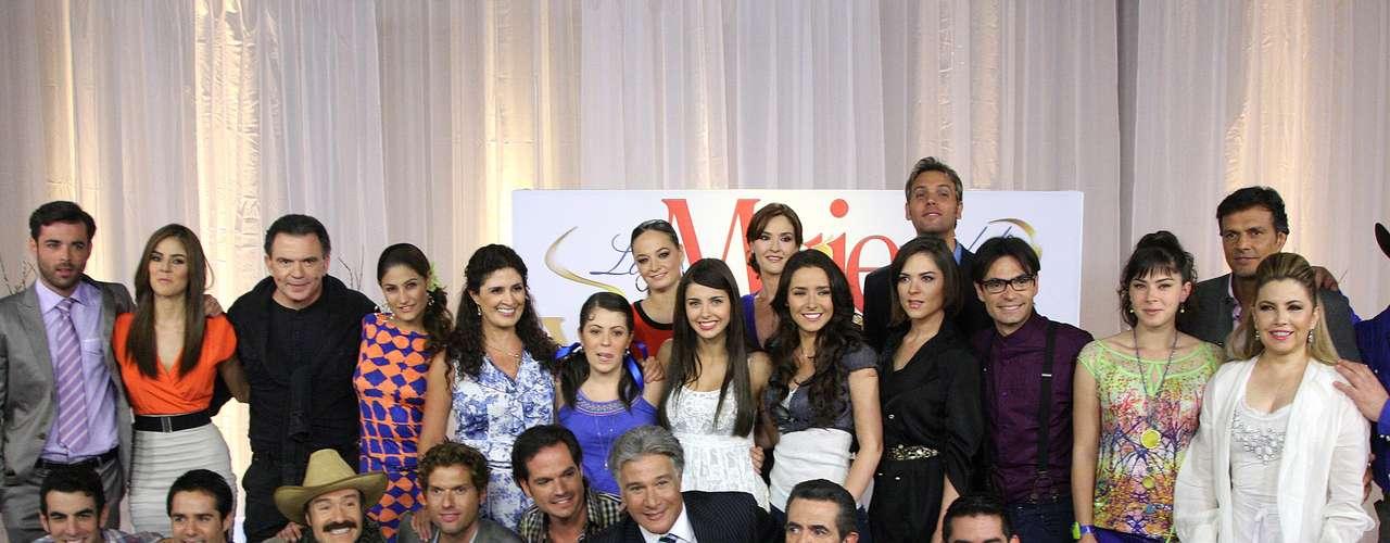 Javier Jattin, Manuel 'Flaco' Ibáñez, Sachi Tamashiro, Jauma Mateu, Francisco Rubio, Jorge Ortín y Polo Monárrez son otros de los actores que participan en la producción.