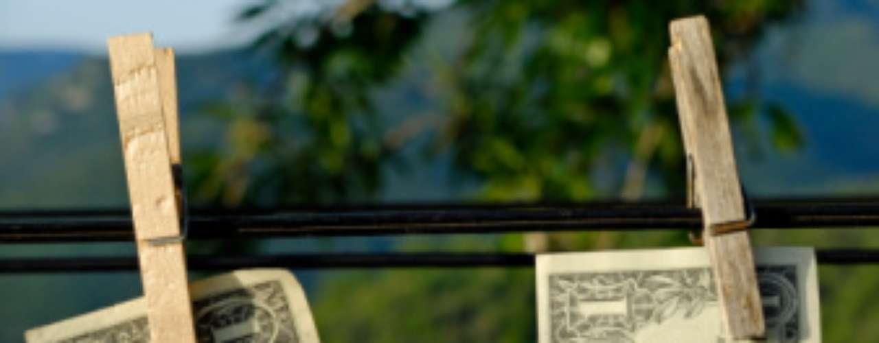 El cartel de Sinaloa es otro de los carteles que se las ha ingeniado para jugar con su dinero negro e incrementar sus ganancias. En abril de este año se descubrió que esta banda lavó dinero a través de Woody Toys, una gran comercializadora de juguetes con sede en California. Esta operación llegó a tener hasta 3 millones de dólares en ganancias.