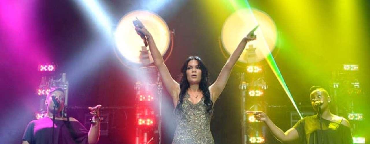 Jessie J deslumbró a los londinenses cubriendo su piel, sobre el escenario, con un pequeño vestido que resaltó lo mejor de sus atributos.