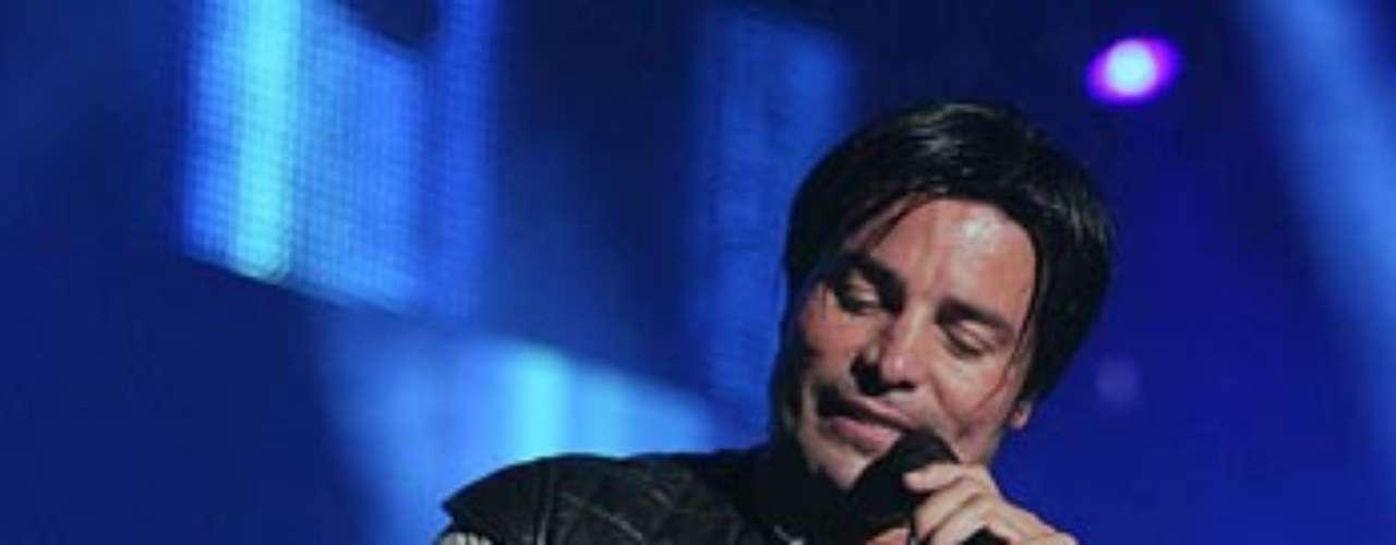 Chayanne cantó con sentimiento, llevando al éxtasis a las mujeres en el inicio del tour \