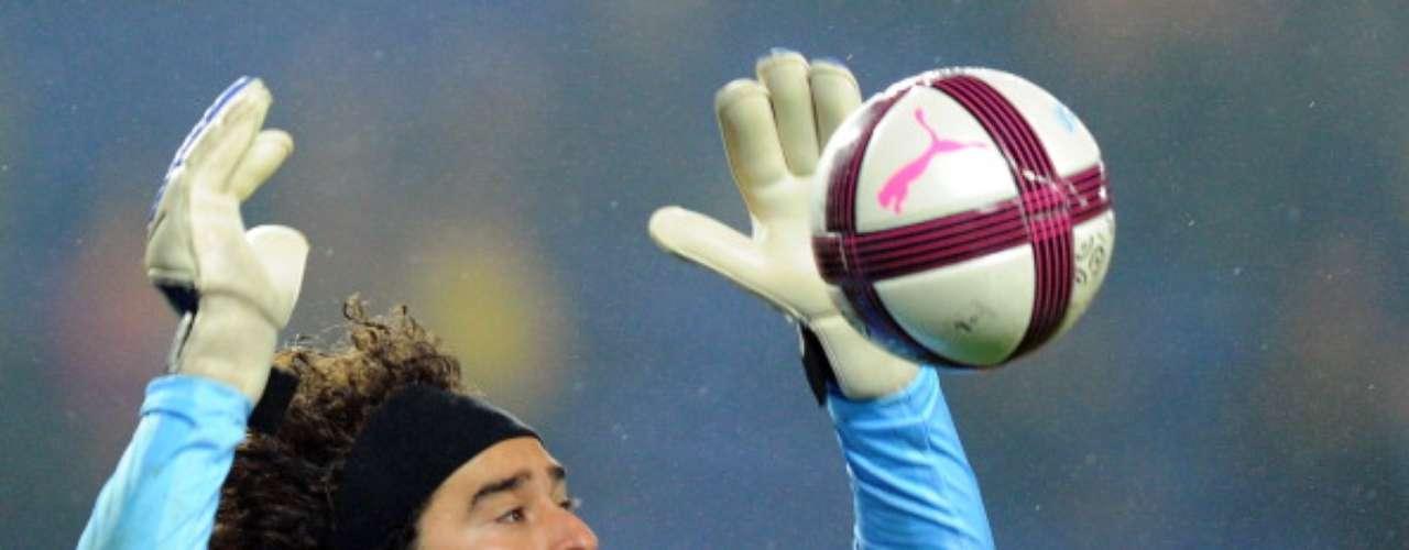 Para sorpresa de muchos, Guillermo Ochoa realizó una notable labor con el Ajaccio la temporada pasada; sin él, los Osos estarían en la Ligue 2.