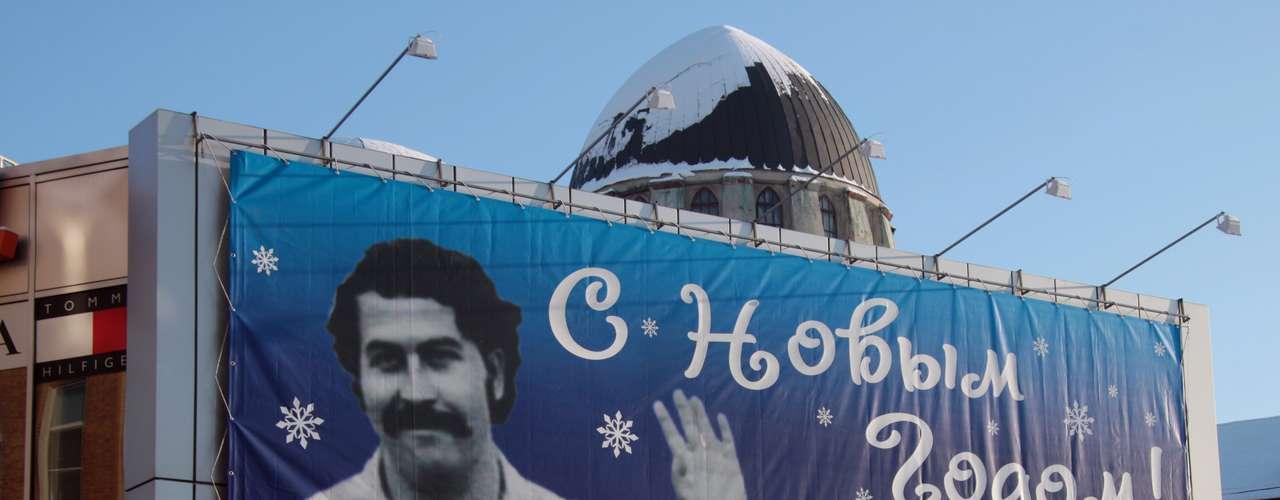 El sociólogo colombiano Andrés Villamil reconoce que la serie ha revivido la figura de Escobar, pero subraya que desde su muerte en 1993 en un tejado de Medellín acosado por la policía, se han tejido todo tipo de historias y leyendas. \