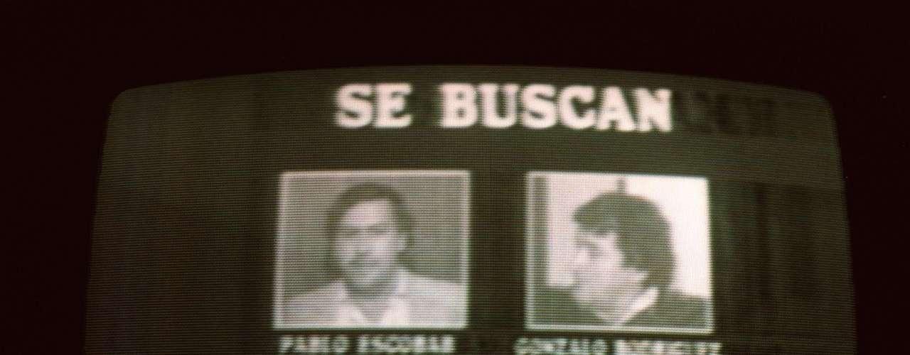 En el caso de Jairo, un periodista retirado que prefirió omitir su apellido, tiene mucha curiosidad por tener el álbum entre sus manos como un fetiche de una época en la que desde los medios en los que trabajó cubrió todo tipo de crímenes y atentados atribuidos a Escobar.