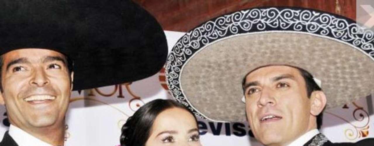 Pablo Montero está dando lecciones de canto a Jorge Salinas y Danna García, para poder sacar, si todo sale perfecto, un álbum con las canciones de la telenovela  \