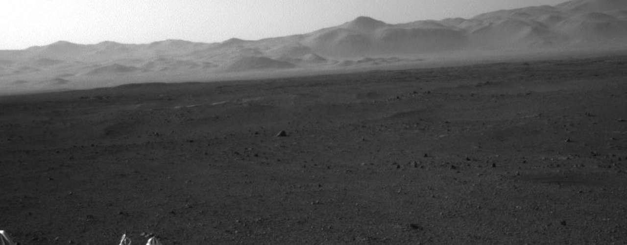 El mástil del Curiosity, dotado con dos cámaras (Mastcam) que hacen las veces de dos grandes ojos, ya se ha desplegado, según indicó Trosper. Así, se podrán obtener imágenes panorámicas de alta definición de 360 grados a partir de este jueves, tercer día de la misión del robot.